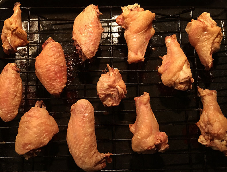 Crispy wings, ready for coating